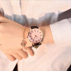Accessories - ⌚️NEW⌚️ Exquisite Quartz Leather Strap Watch